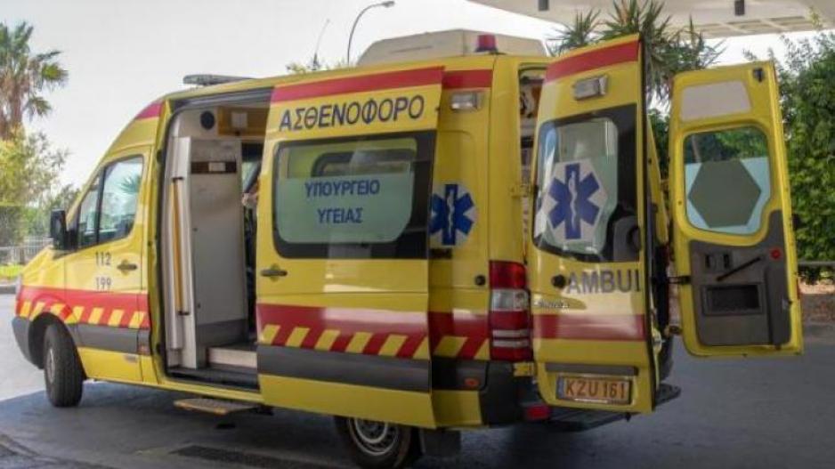 Όχημα απέκοψε πάσσαλο στην Λευκωσία - Στο νοσοκομείο ο οδηγός