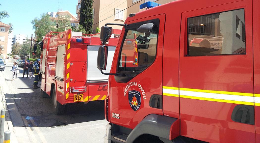 ΤΩΡΑ: Στις φλόγες υποστατικά γκαράζ κοντά σε οικία στην Ποταμιά