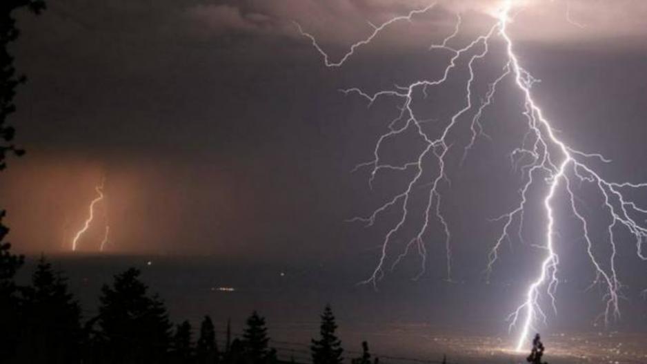 Καιρός: Βροχές, καταγίδες και ισχυροί ανέμοι στο σημερινό σκηνικό