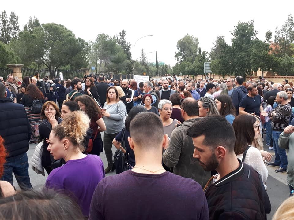 Στο Προεδρικό διαμαρτυρόμενοι για δολοφονίες Μιτσερού (Φώτος)