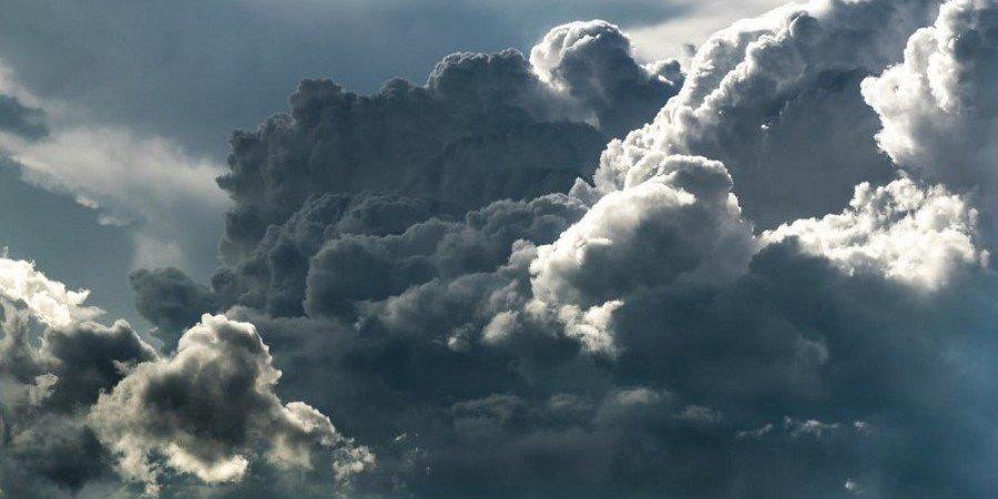 Αυξημένες νεφώσεις και μεμονωμένες βροχές στο μενού του καιρού