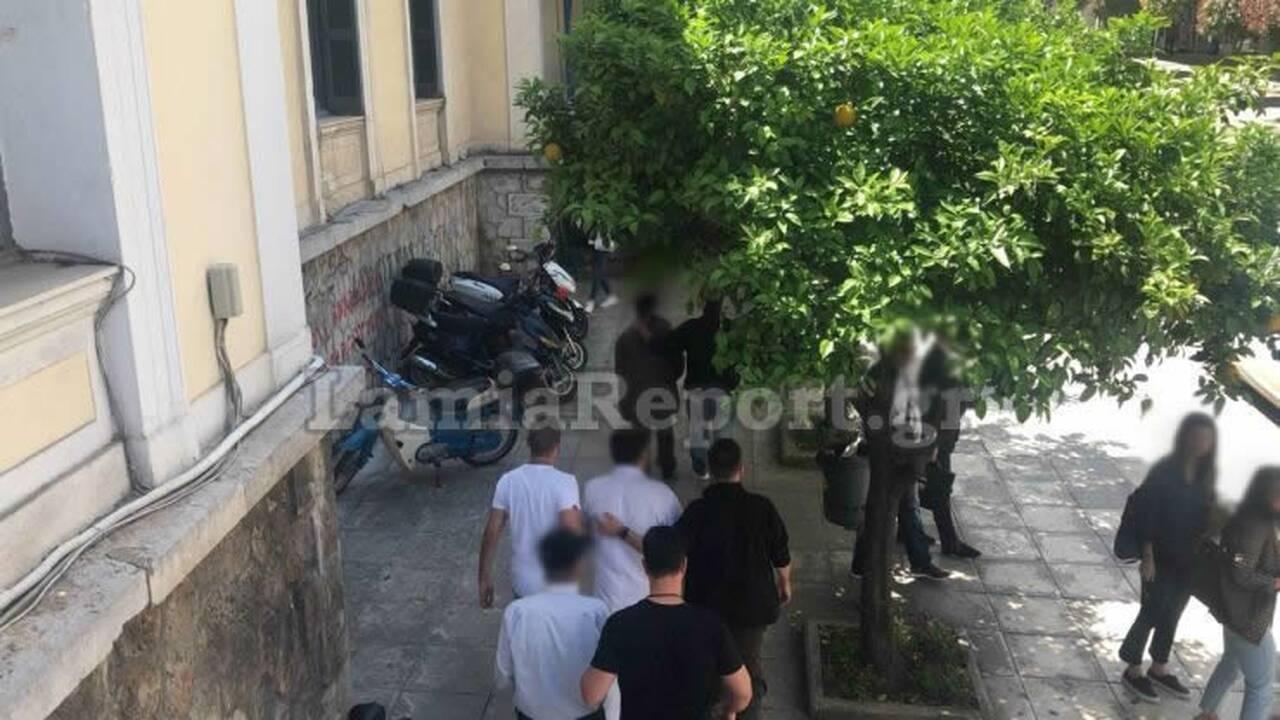 Ελλάδα: Έδενε την κόρη του από το λαιμό με αλυσίδες (Vid)