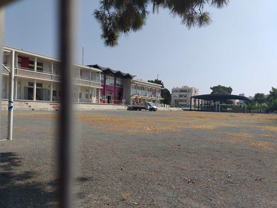 Λεμεσός: Φωτιά σε Λύκειο - Για εμπρησμό μιλούν οι έρευνες (Pics)