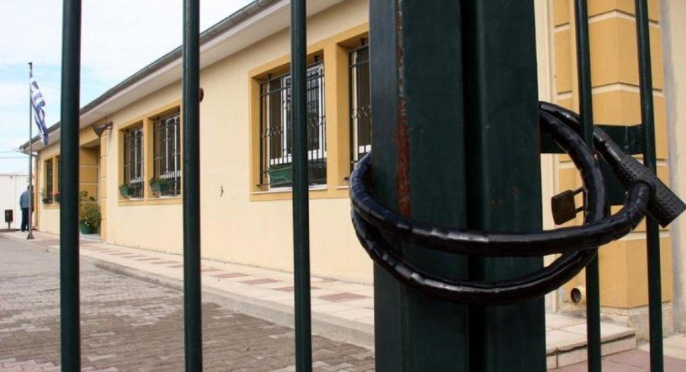Νεαρός διέρρηξε σχολείο και έκλεψε φωτογραφική μηχανή