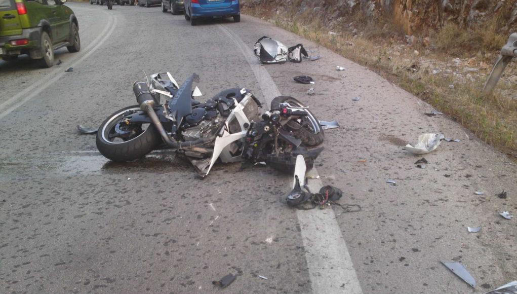 Διασωληνωμένος μοτοσυκλετιστής μετά από τροχαίο -Δεν έφερε κράνος