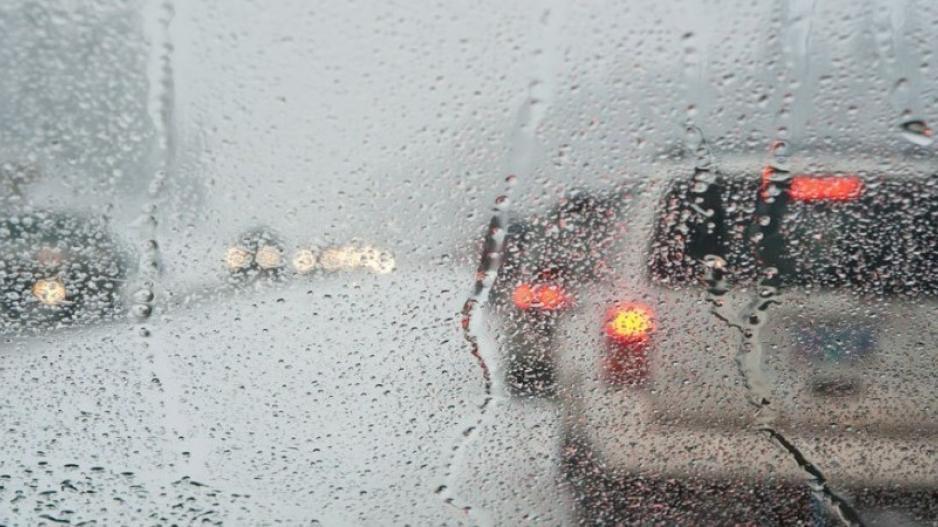 Καταρρακτώδεις βροχές και χαλάζι σε αρκετές περιοχές (ΒΙΝΤΕΟ)