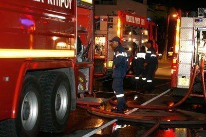 Εκκενώθηκε πολυκατοικία μετά από φωτιά σε αυτοκίνητο