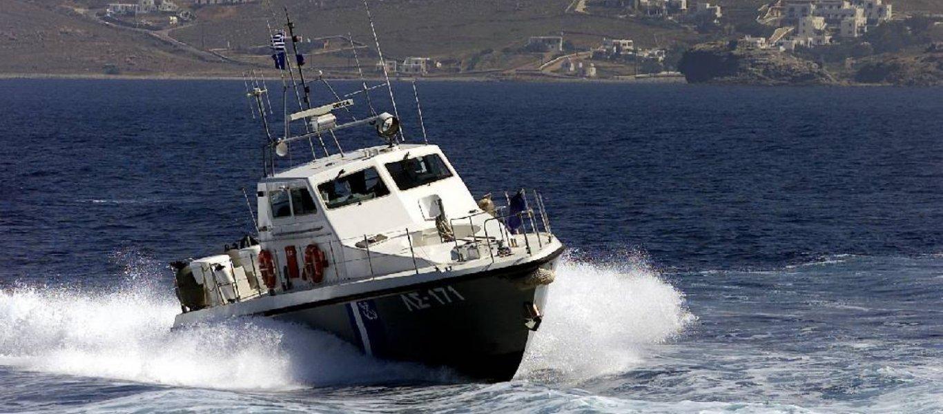 Ακυβέρνητο πλοίο ανοιχτά της Σύρου - Συναγερμός στο Λιμενικό