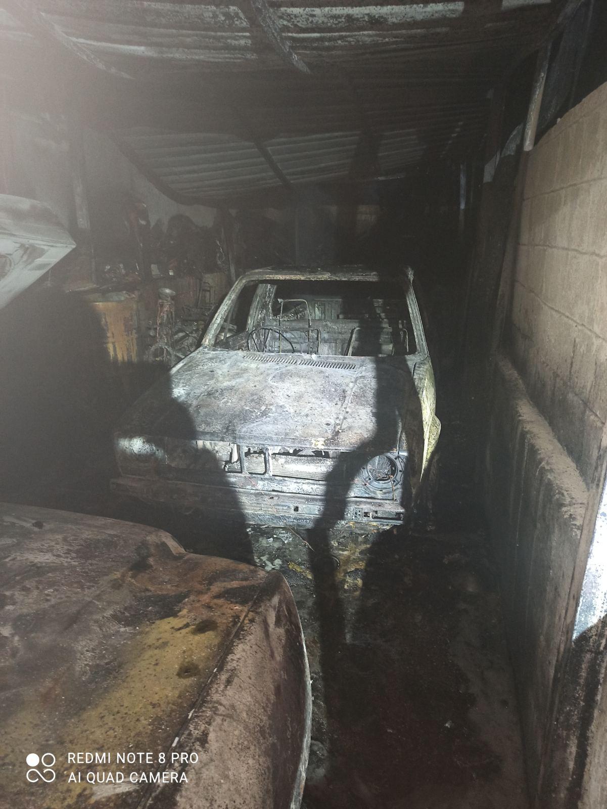Φωτιά σε 6 όχημα και οικία στη Λάρνακα - Δείτε φωτογραφίες