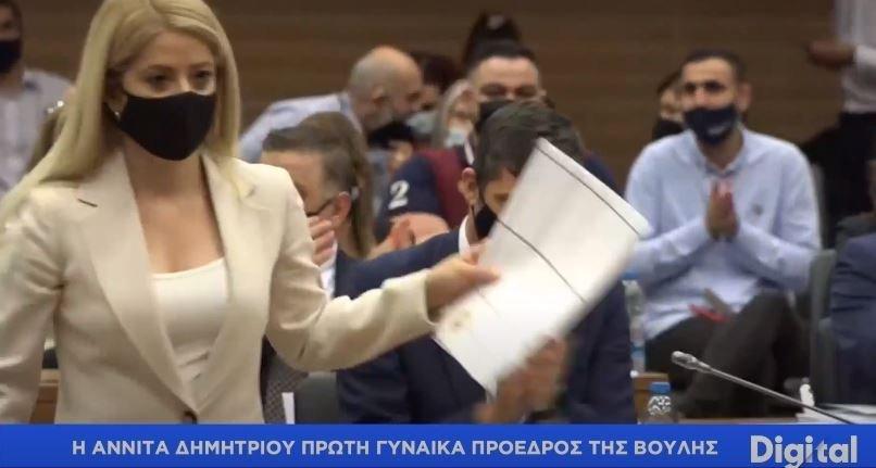 Η στιγμή που η Αννίτα Δημητρίου εκλέγεται Πρόεδρος (Βίντεο)