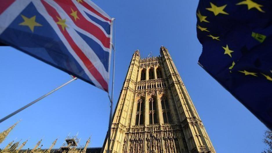 Συμβιβασμός στο παρά πέντε μεταξύ May και Juncker για το Brexit