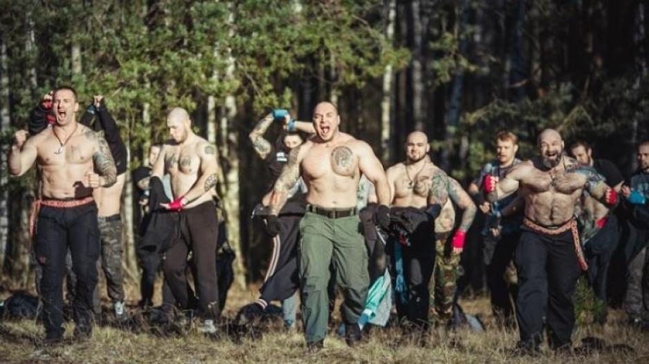 Euro 2016 - Ποιος είναι ο εκπαιδευμένος ρώσικος οπαδικός στρατός που  σκορπάει τον τρόμο και πού bedbed6fad1